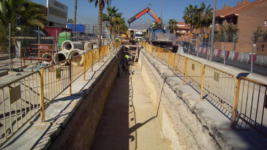 Aguas de Alicante congela la tarifa a las empresas y prima el ahorro del consumo doméstico