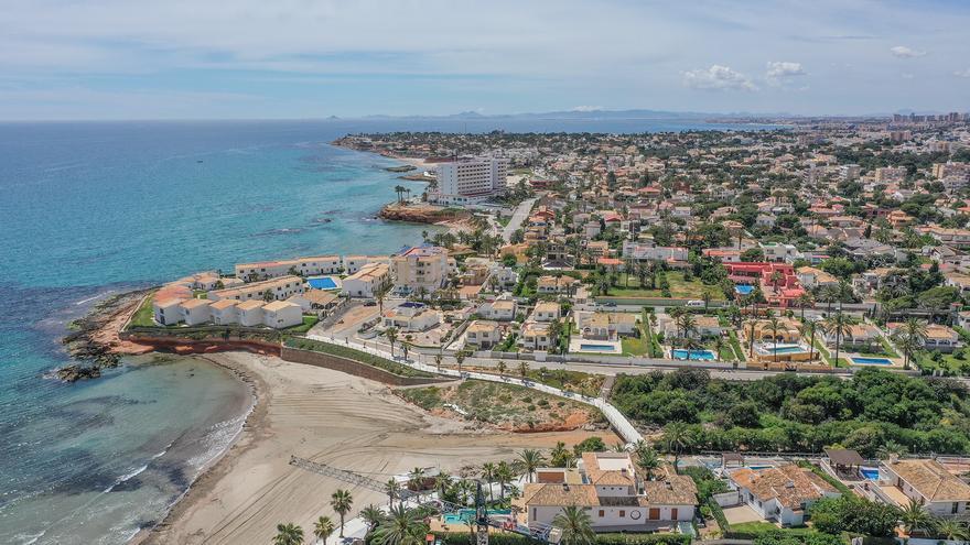 Imagen aérea de Orihuela Costa donde se ubica el patrimonio de suelo urbano municipal.