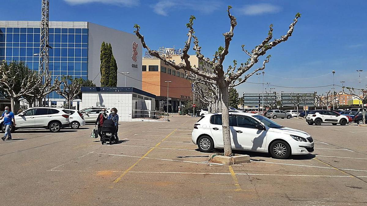 La parcela que esta dispuesto a ceder el Ayuntamiento para la nueva comisaría está frente al Palau de Justícia.   JOSEP CARDA
