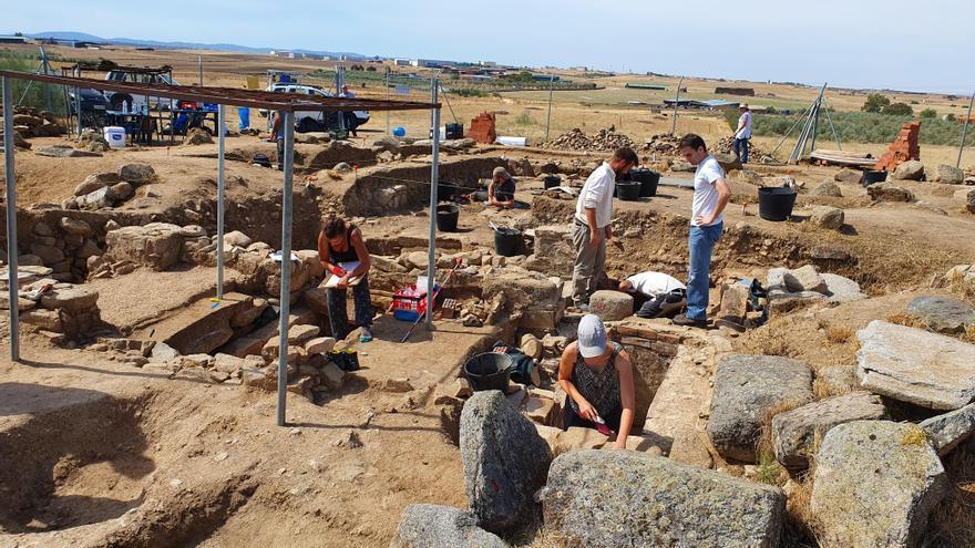 Una losa funeraria descubierta en Añora revela un texto único en Hispania y en el Occidente latino