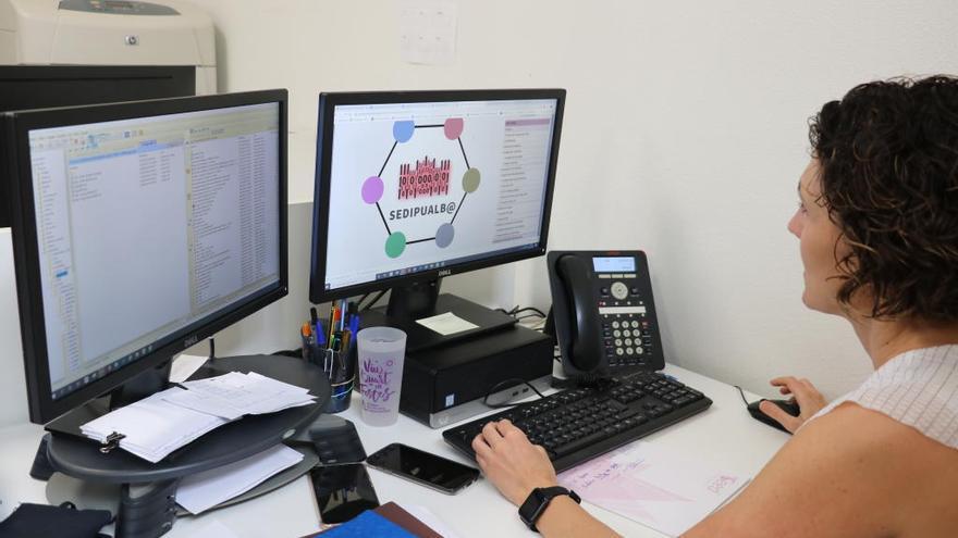 La tramitación electrónica en la Generalitat crece un 65 % el año de la pandemia