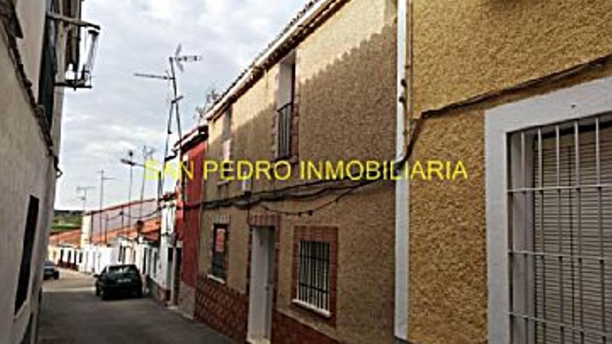 42.000 € Venta de casa en Salorino 195 m2, 4 habitaciones, 1 baño, 215 €/m2...