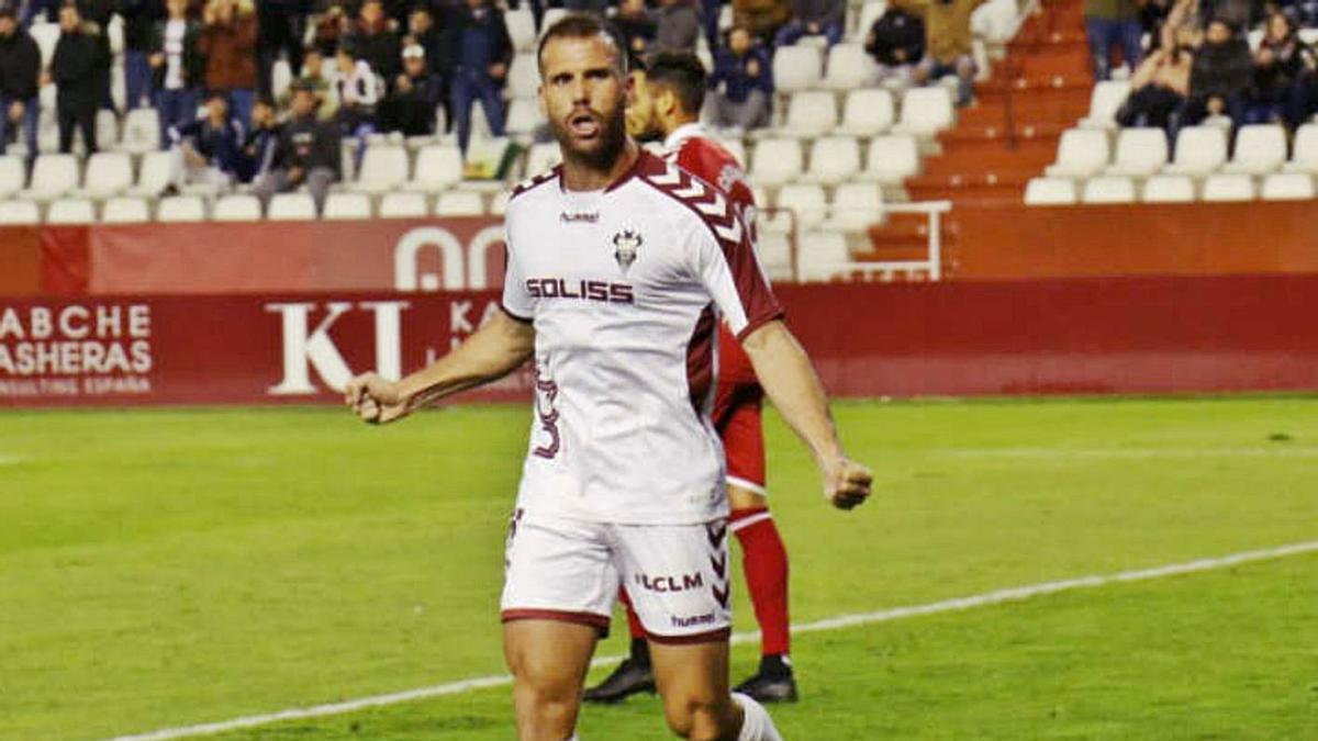 Alfredo Ortuño celebra uno de sus goles con el Albacete.   LALIGA