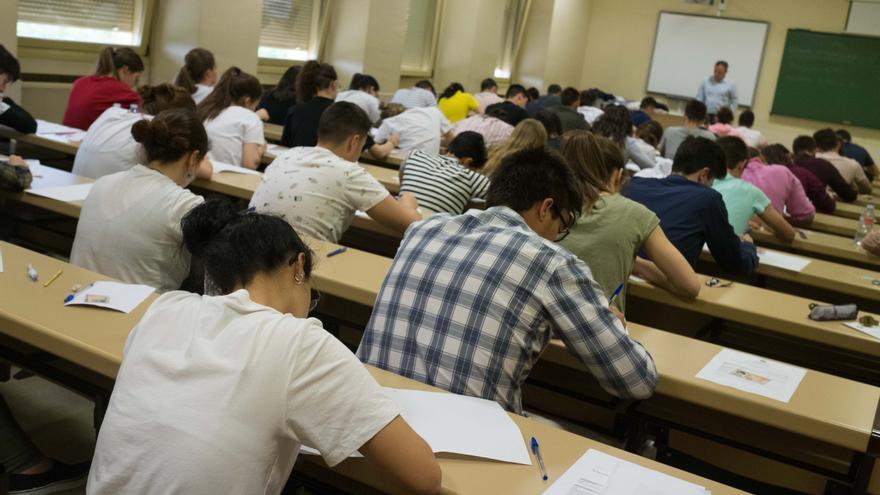 """La Usal dice que las nuevas restricciones """"no afectarán a los exámenes programados"""""""
