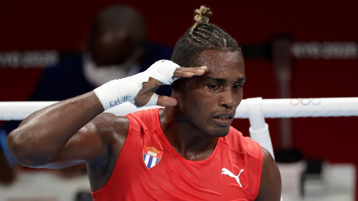 El cubano La Cruz celebra su victoria ante Enmanuel Reyes.