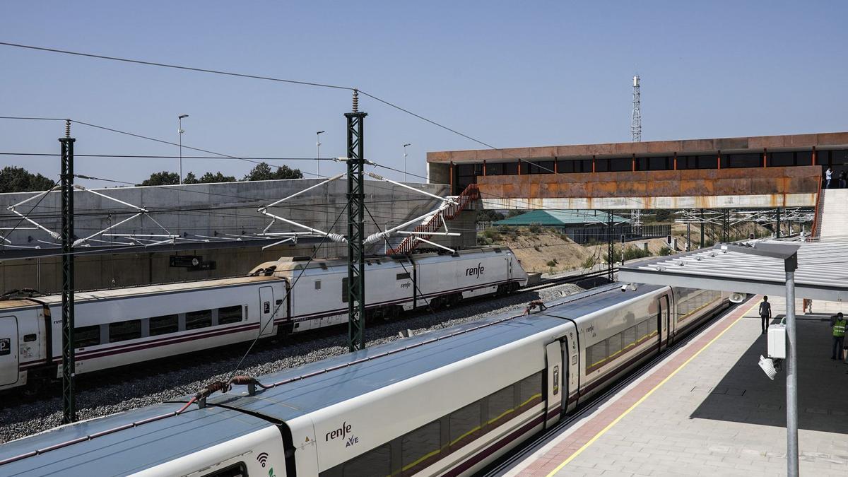 Reciente inauguración de la estación de Otero de Sanabria.