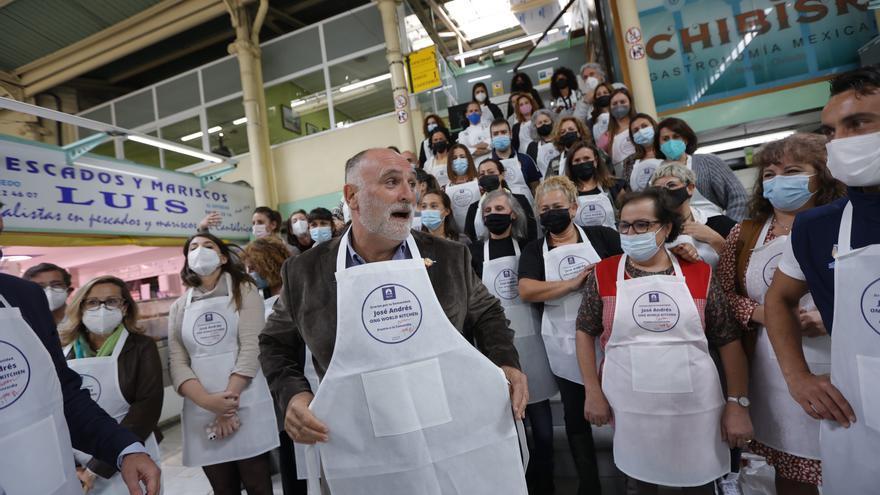 La apretada agenda de José Andrés en Asturias: compra a la carrera en El Fontán y delantales solidarios para la Cocina Económica