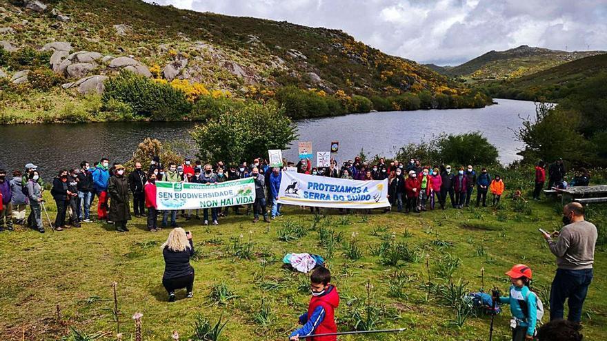 Un centenar de personas defienden la Serra do Suído de los parques eólicos