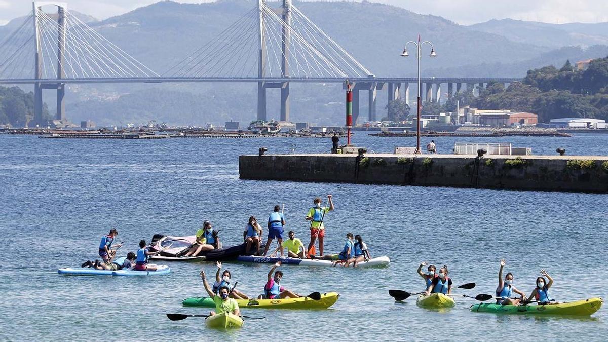 Niños participantes en el campamento de verano de la ETEA en Teis (Vigo) el pasado verano