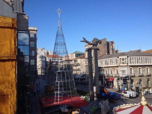 Montaje del árbol de Navidad en Vigo
