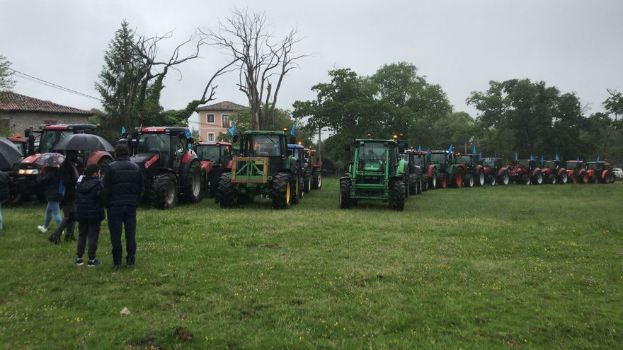 Tractorada-manifestación en Llanes en favor del campo asturiano