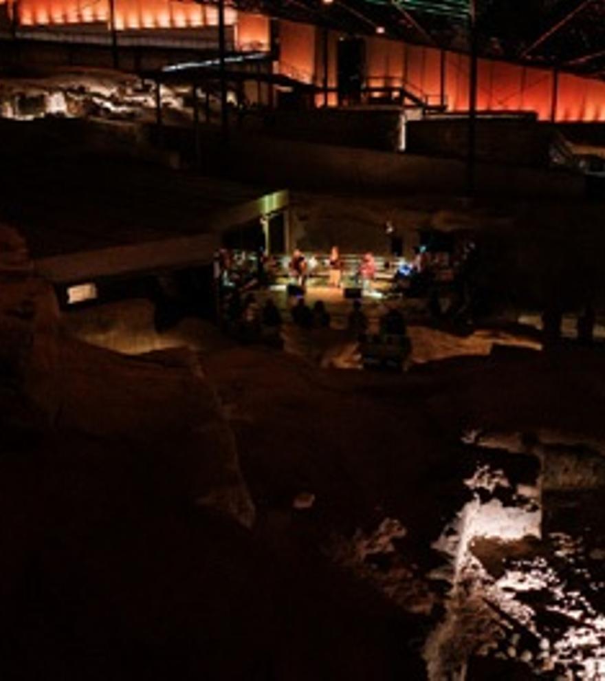 Visita Nocturna Una Mirada Femenina en la Noche de Cueva Pintada