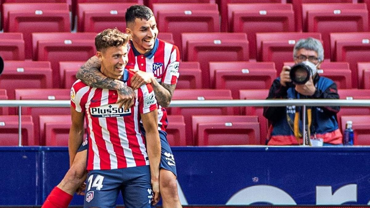 Llorente y Correa celebran un gol del Atlético ante el Eibar.