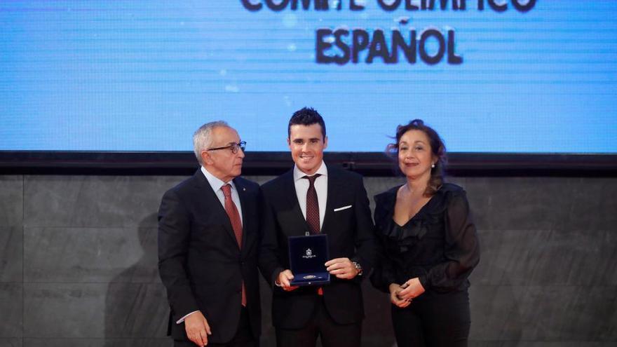 Gómez Noya e Iván Raña reciben la Orden Olímpica