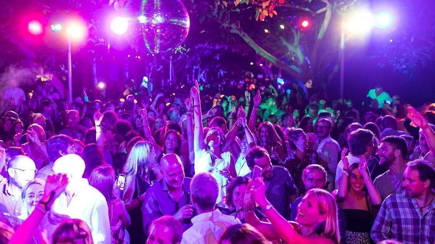 Puerto Portals se convirtió anoche en la célebre discoteca Cats