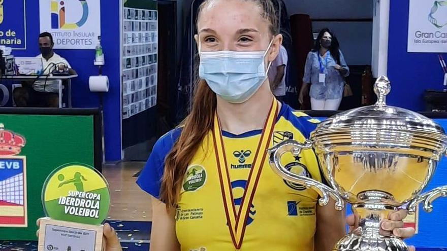 El Gran Canaria Urbaser de Raquel Montoro conquista la Supercopa de voleibol