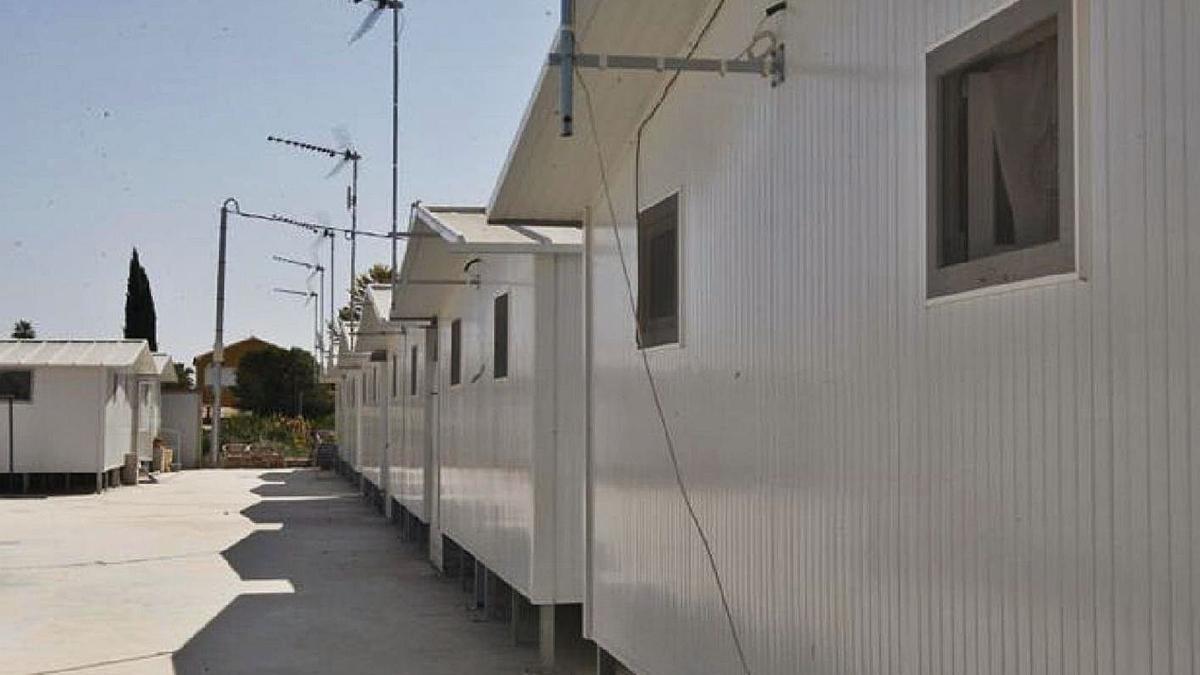 Casas prefabricadas cedidas por Cruz Roja puestas a disposición de las familias tras los seísmos de 2011.  | EFE