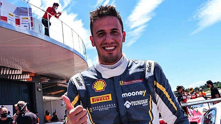 Niccoló Schiró arrasa en el Ferrari Challenge de Valencia