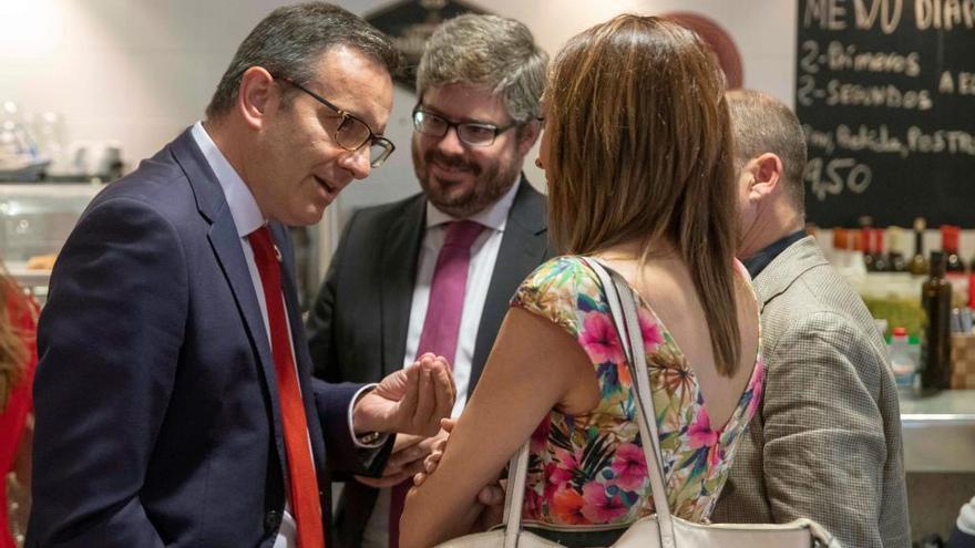Tensión entre PSOE y Ciudadanos en la cafetería de la Asamblea Regional