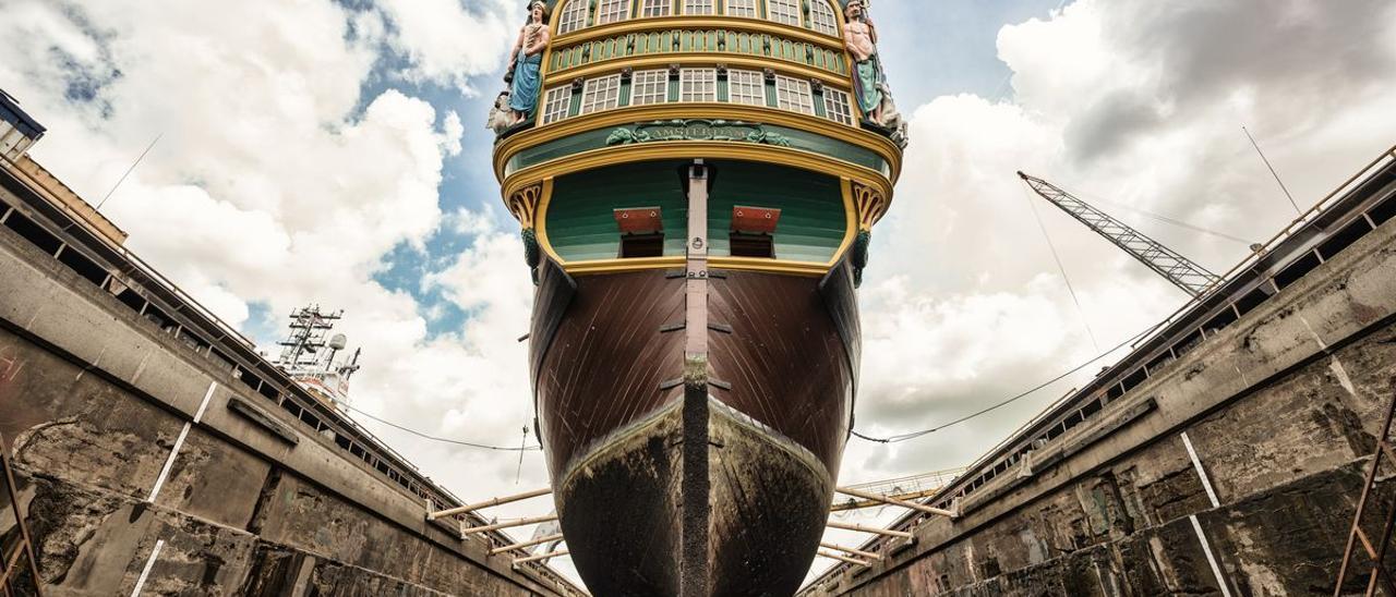 Réplica del Amsterdam, a reparación en Damen.