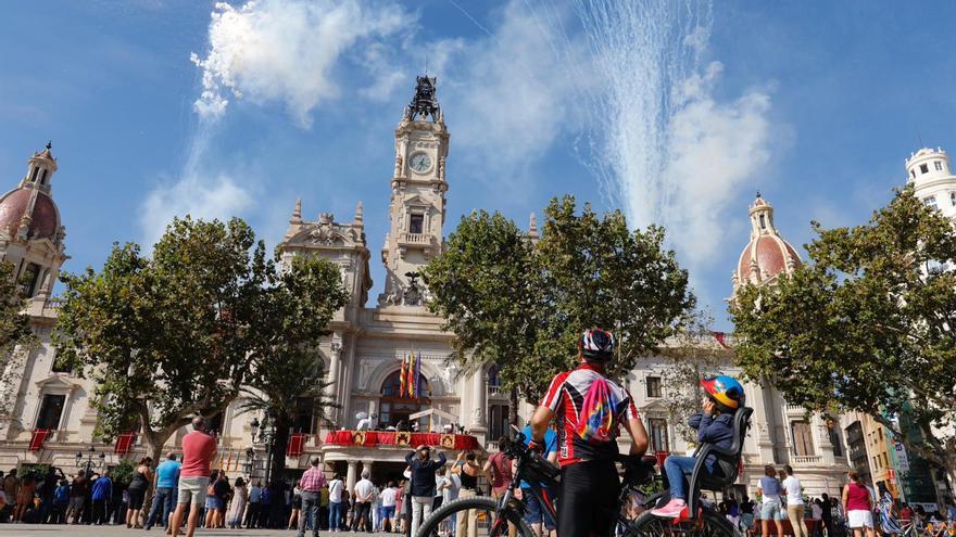 9 d'Octubre: Mascletà aérea en la Plaza del Ayuntamiento
