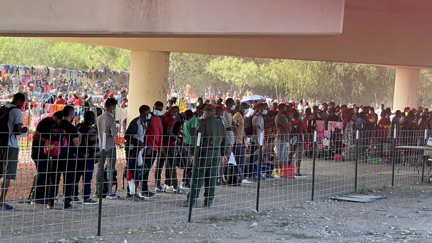Estados Unidos cierra dos pasos en su frontera por el cruce masivo de haitianos
