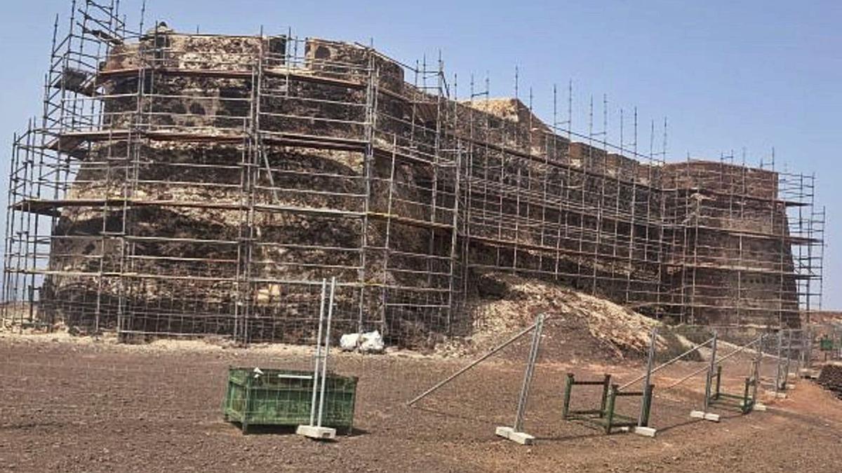 Castillo de Santa Bárbara, que alberga el Museo de la Piratería, en obras.     LP/DLP