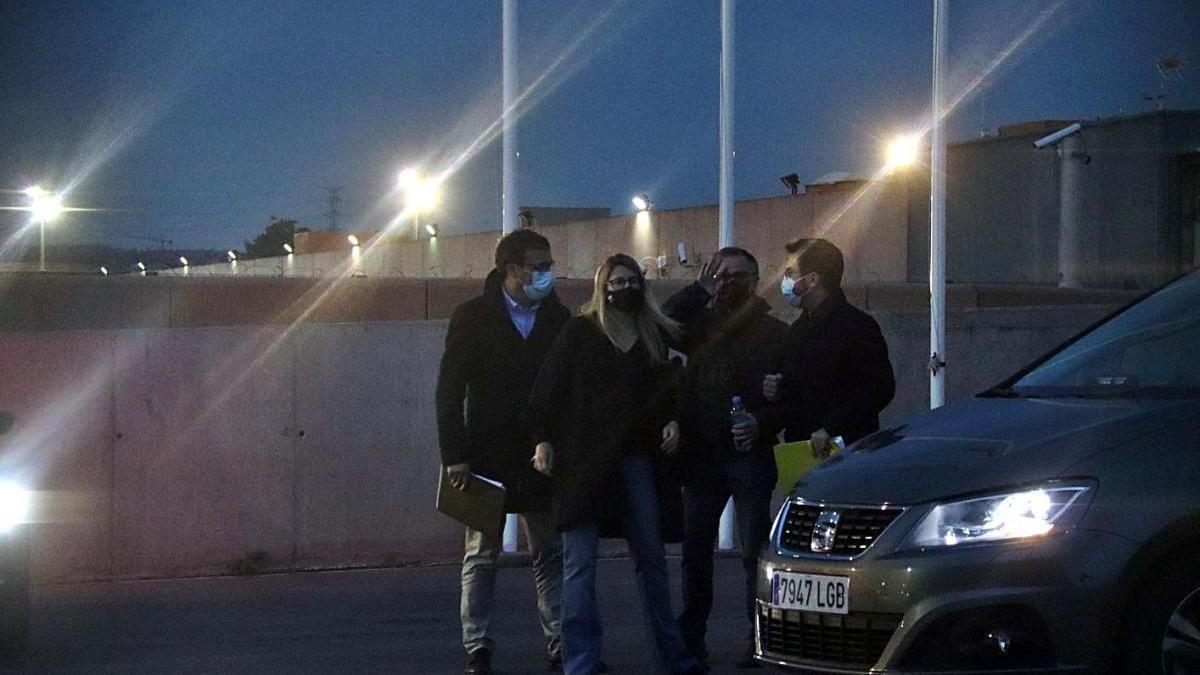 Artadi i Rius, de JxCat, i Aragonès i Jové, d'ERC, a l'exterior de Lledoners, dimarts