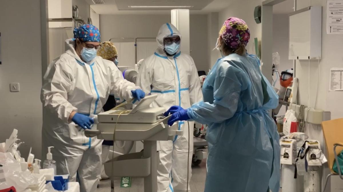Sanitarias del Complexo Hospitalario Universitario de Ourense (CHUO), en primera línea contra el Covid.