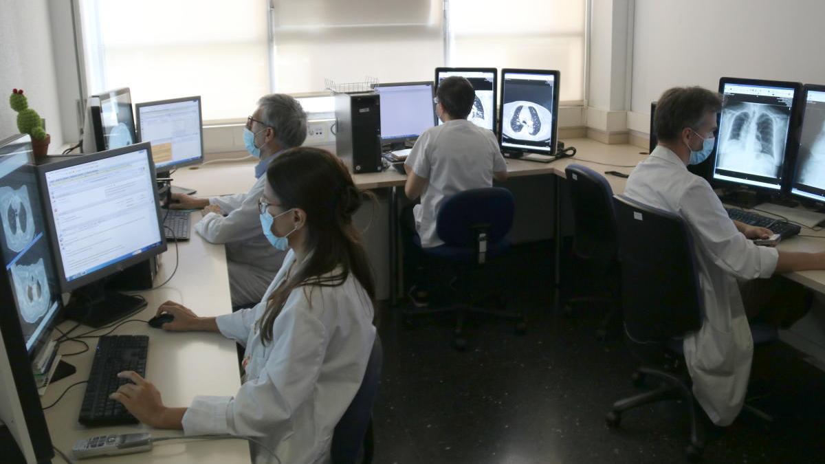 Sala on s'analitzen els TAC pulmonars de l'hospital Vall d'Hebron |