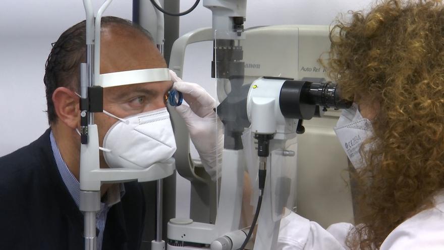 Oftalmólogos advierten de que las patologías oculares derivadas de la exposición directa al sol afloran con la vuelta a la rutina