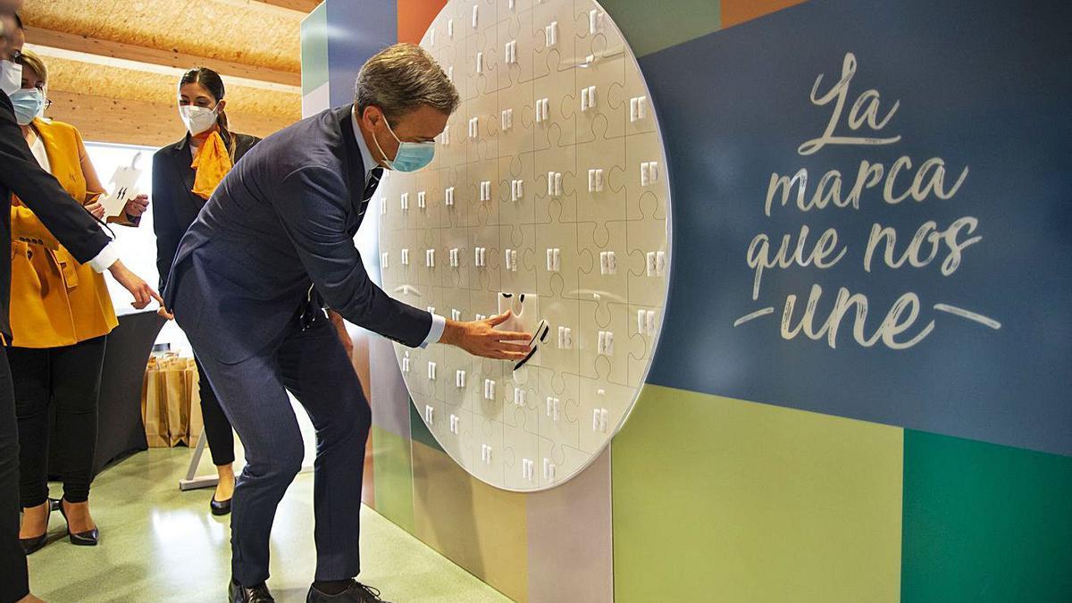 Marcos Ortuño construye el sello '1.001 sabores Región de Murcia'.    URQUÍZAR
