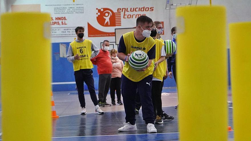 Aspromivise promociona el «colpbol» como deporte inclusivo