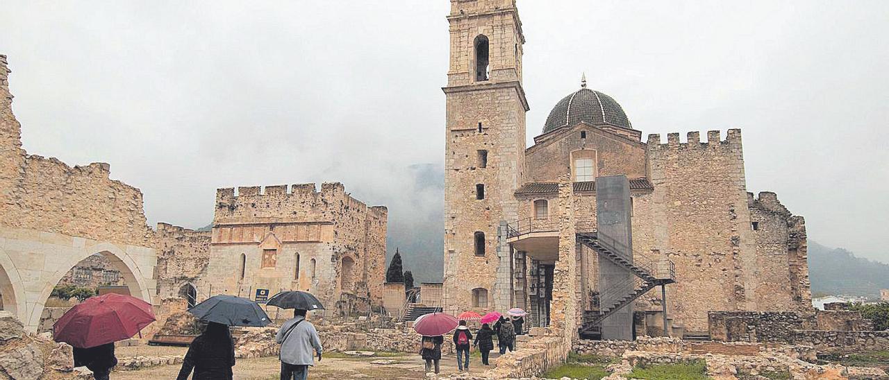 Los secretos del Monestir de Simat atraen a 300 visitantes