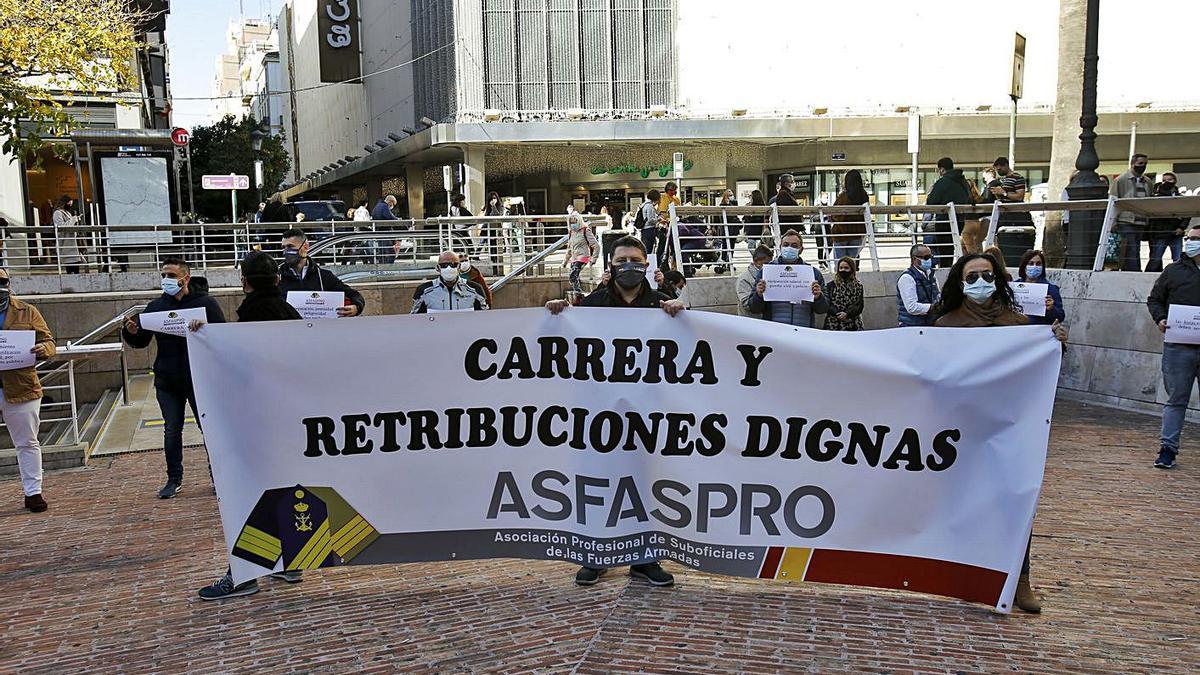 Los suboficiales piden nóminas «dignas» | EDUARDO RIPOLL