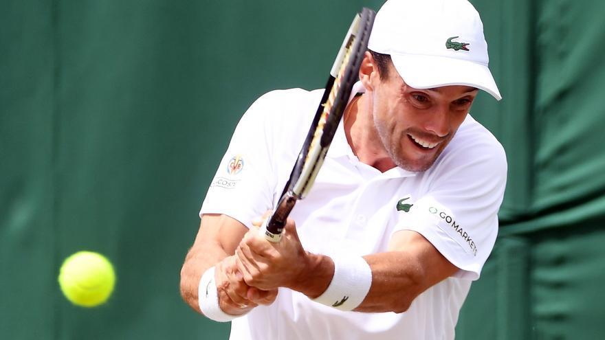 Bautista claudica en los octavos de final de Wimbledon