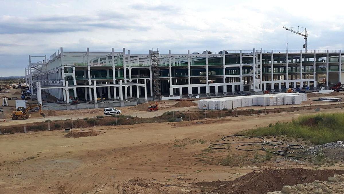 Esta de les obres de construcció del nou centre logístic d'Amazon al Far d'Empordà