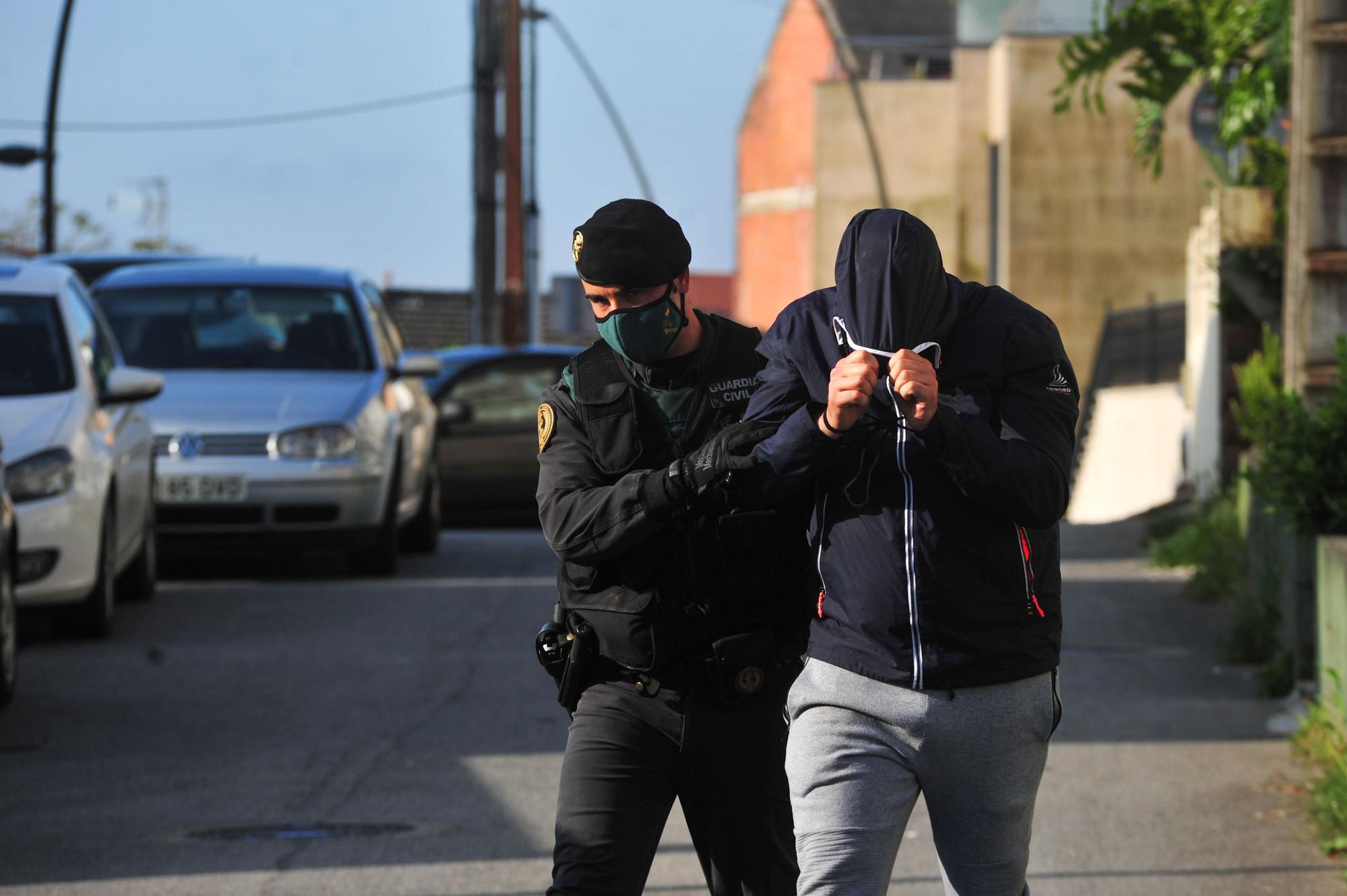 Amplio operativo contra el narcotráfico en las Rías Baixas con un detenido en A Illa y registros en Cambados