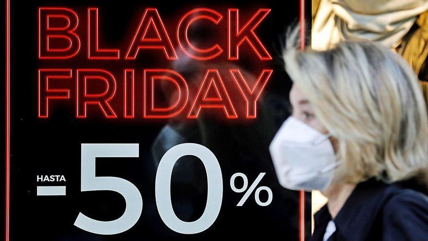 Usurpa más de una veintena de identidades para hacer su particular 'Black Friday'