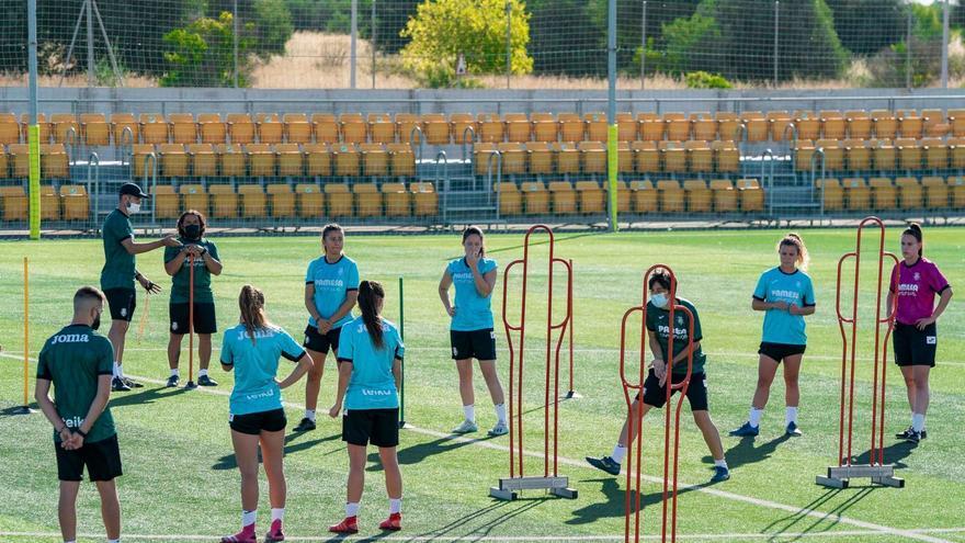 El Villarreal Femenino recibe la Copa de Campeonas de Liga