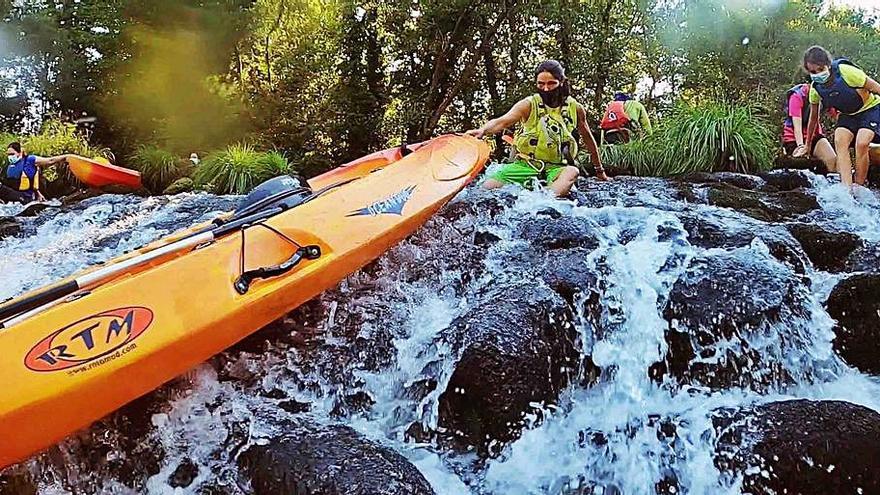 Ponteareas combina senderismo y kayak en un programa pionero
