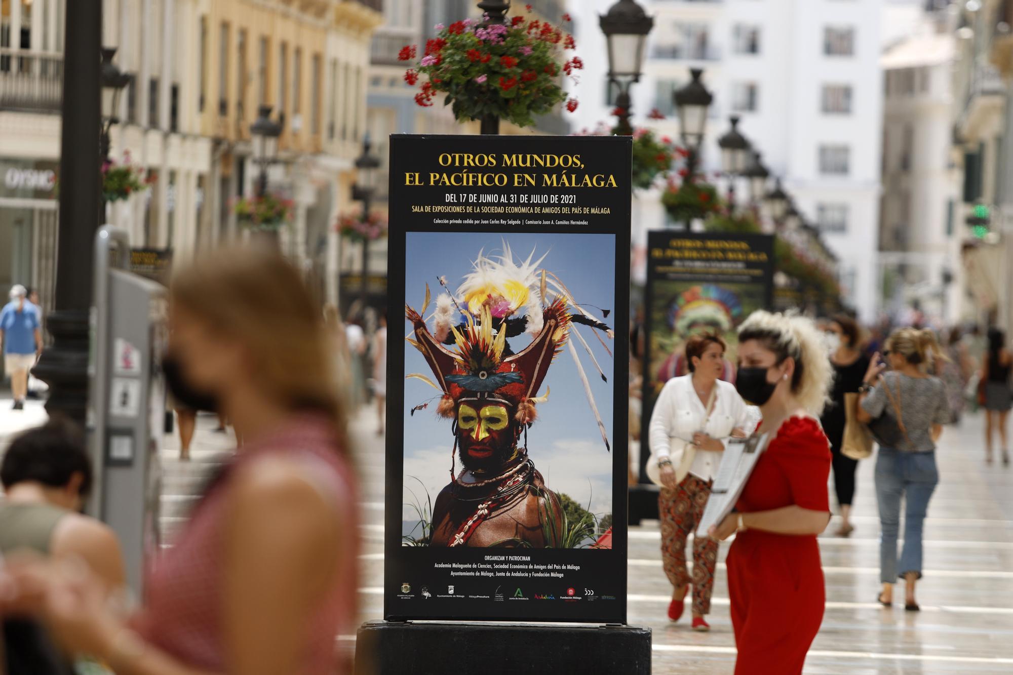 Exposición 'Otros Mundos, el Pacífico en Málaga', en la calle Larios.