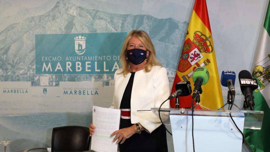 La alcaldesa de Marbella pide a los vecinos no vacunados que se inmunicen para evitar el toque de queda