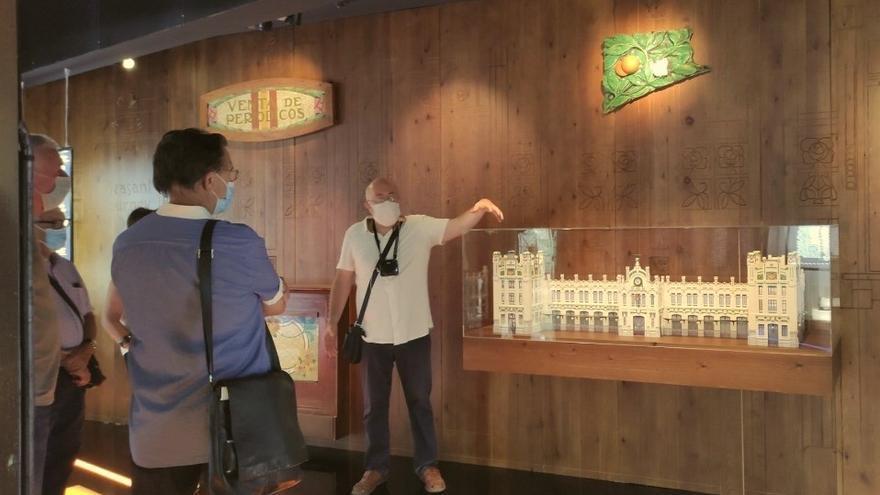 L'ETNO inicia las visitas y talleres familiares a exposiciones como 'No es fácil ser valenciano'