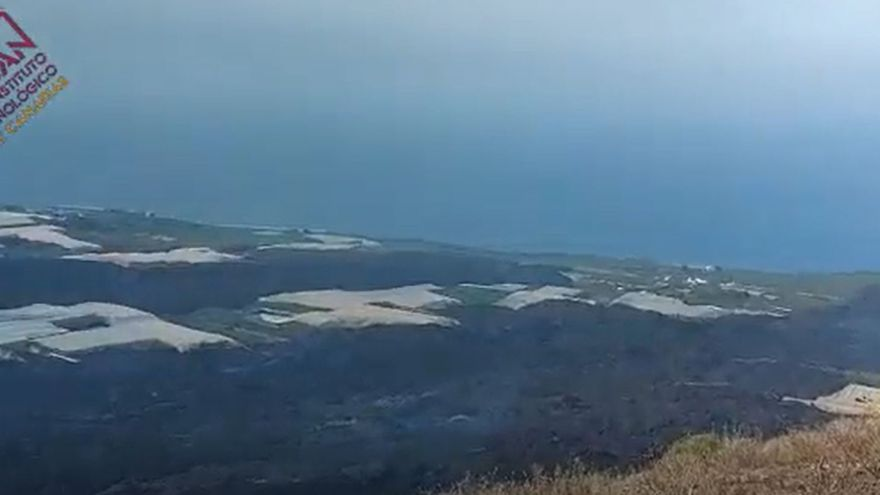 Vista del terreno afectado por la lava desde la montaña de La Laguna