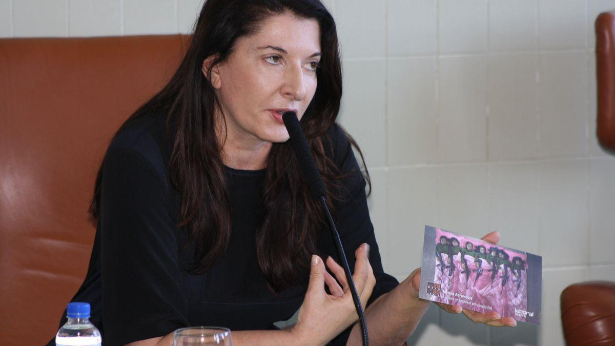 Marina Abramovic durante una visita a Asturias.