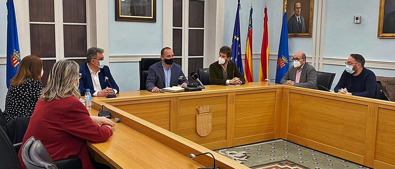 Reunión ayer del equipo de gobierno de Crevillent con el conseller Rubén Martínez Dalmau