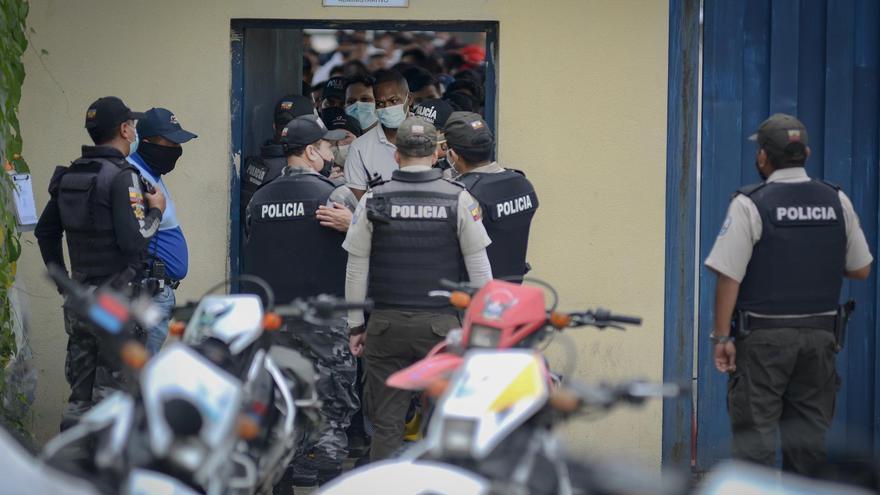 Liberan a los funcionarios retenidos en otro motín en una cárcel de Ecuador