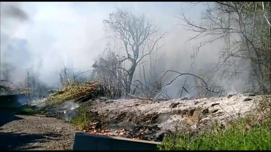 Incendi en un solar a Igualada