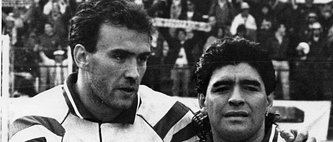 Bango con Maradona en el Carlos Tartiere. | LNE